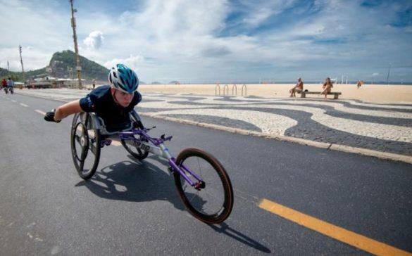 A britânica Hannah Cockroft treina na orla carioca. Imagem: Getty Images.